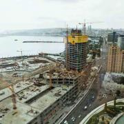 Automatic climbing formwork SKE50 and SKE100 ensure unrestricted construction progress in both highrise buildings during any wind and weather condition. Foto: Doka