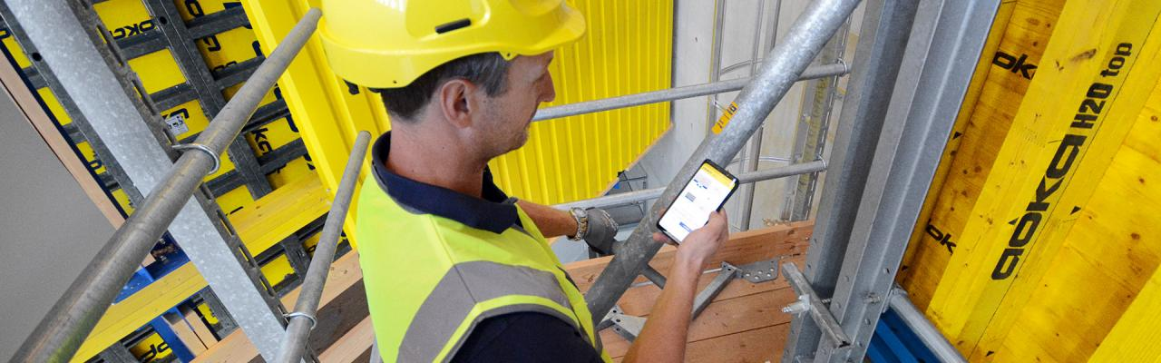Sensor system for positioning and aligning wall formwork of highrise cores