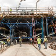The tunnel formwork traveller was completely preassembled from the flexible, high-performing 'Heavy-duty supporting system SL-1' in the dry dock in Baltimore, where the first trial pours for the eleven tunnel segments were carried out at the beginning of this year.