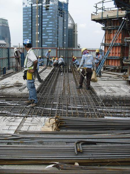 Top-speed slab-forming without a crane - Doka