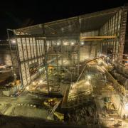 Under the temporary hall work continues at full swing even at night.  <br /> Photo: Doka