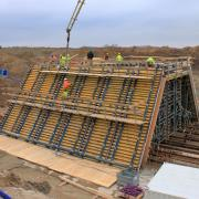 The conventionally reinforced bridge structures are being cast in section lengths of approx. 13 m using Large-area formwork Top 50.