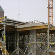 Pre-cast column heads resting safely on two composite formwork beams I tec 20 shored up by two Staxo 40. Foto: Doka