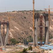 The Bouregreg Bridge ushers in a new era of transport infrastructure in Morocco. Architecturally, it stands out for its two pylons – one 197 m, the other 185 m tall.