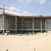 Doka´s new load-bearing tower system Staxo 40 ensures fast erection & dismantling times and high workplace safety at the construction of the Manipal University in Dubai.