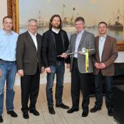 Managing Director Jan Karstens (centre) from building firm Heinrich Karstens GmbH & Co.KG of Kiel was ceremonially presented with the first series-production Monotec tie by Doka Executive Manager Harald Ziebula
