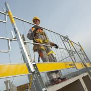 The Edge protection system XP from Doka is a universal safety solution for all edge protection needs. Photo: Doka