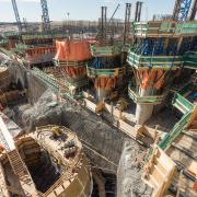 Dam formwork D22 and Large-area formwork Top 50S from Doka are used to construct the draft tubes and the spillways.