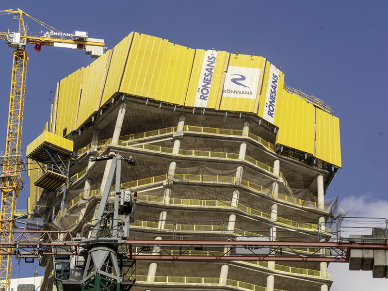 <br /> Central to the brief was to provide maximum safety, which led to Doka using its Xclimb 60 Protection Screen. <br />  <br /> Photo: Vakifbank_2.jpg <br /> Copyright: Doka <br />